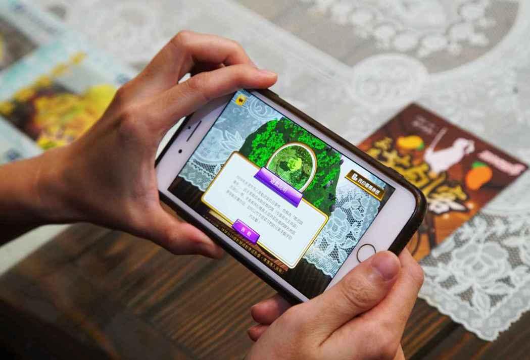 台南玉井AR遊戲體驗數位導覽又可獲得店家優惠券。 中華軟協/提供