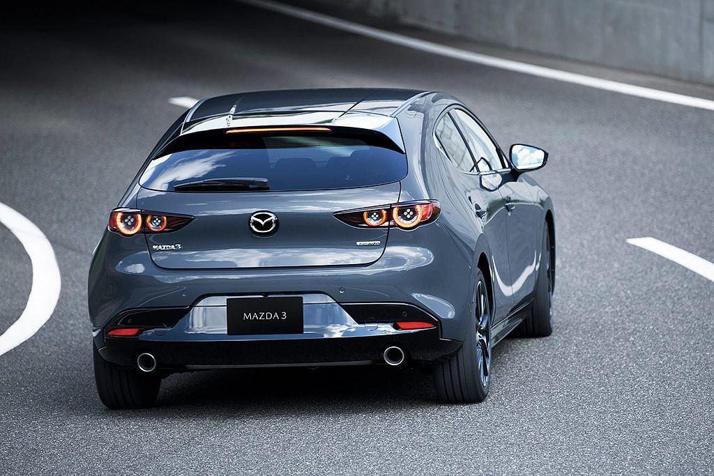 尾燈加入頗具巧思的四圓燈造型增加車尾辨識度。 圖/Mazda提供