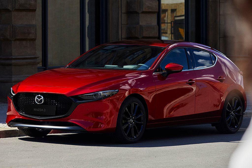 全新第四代Mazda3五門車型尺碼為4,459x1,797x1,440mm,比現行款略短11mm、寬2mm、低25mm。 圖/Mazda提供