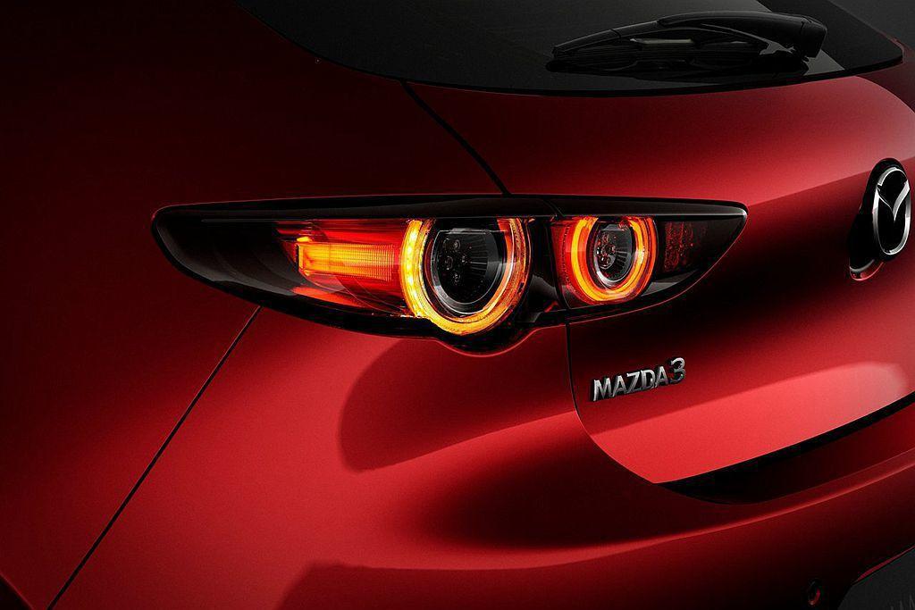 新燈具造型剔除非必要元素,並加入圓形光環來表達Mazda新的設計理念。 圖/Mazda提供