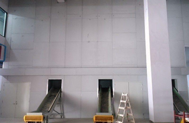 廢光源處理廠高達9米的隔間,以節能磚施工後,大幅降低平日廠區噪音,廠內100多分...