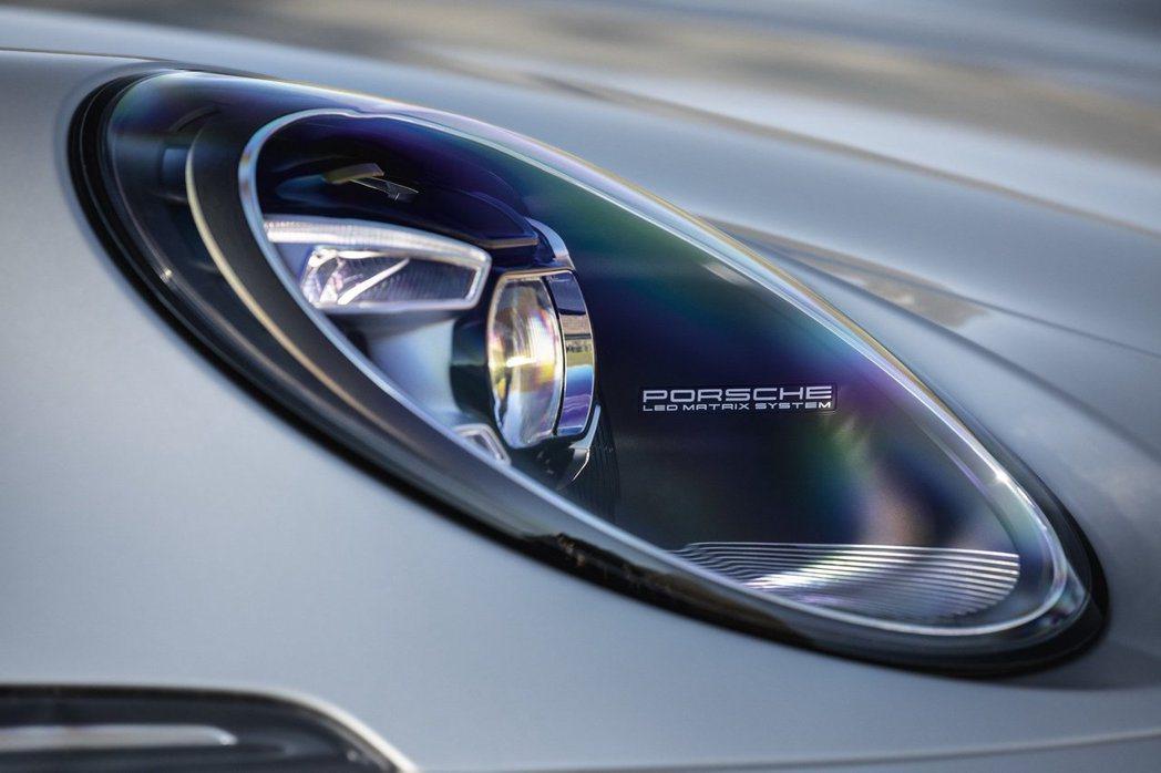 992世代全新的LED頭燈組,照明功能更加強大。 Porsche提供