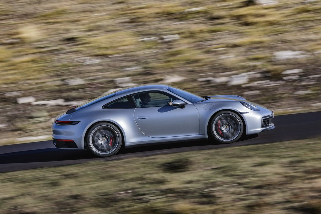 隱藏式車門把手使911車側線條更加平整流暢。 Porsche提供