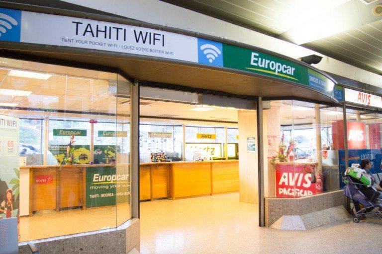Tahiti WiFi這家網路服務公司,位於機場的租車公司店面旁邊 圖文來自於:...