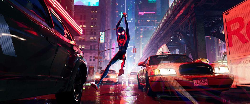 新一代蜘蛛人邁爾斯在熱鬧街頭闖蕩的功夫不比前輩遜色。圖/摘自imdb