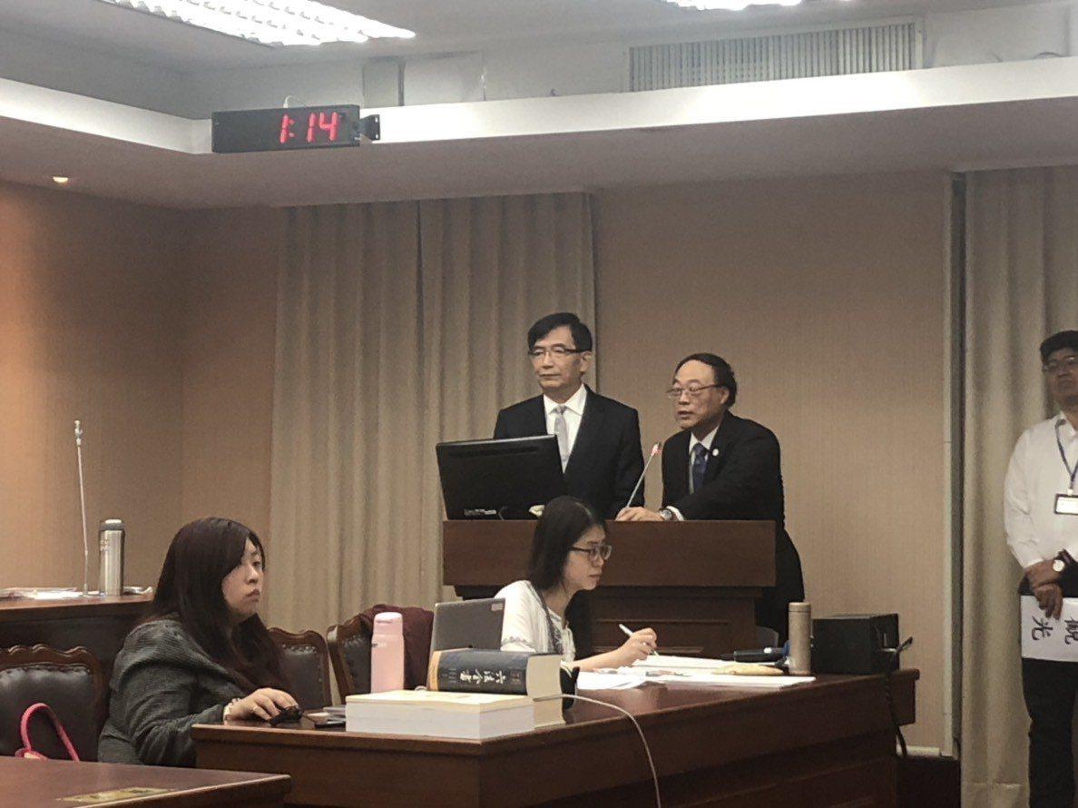 交通部長吳宏謀(中)與觀光局長周永暉。記者洪安怡/攝影