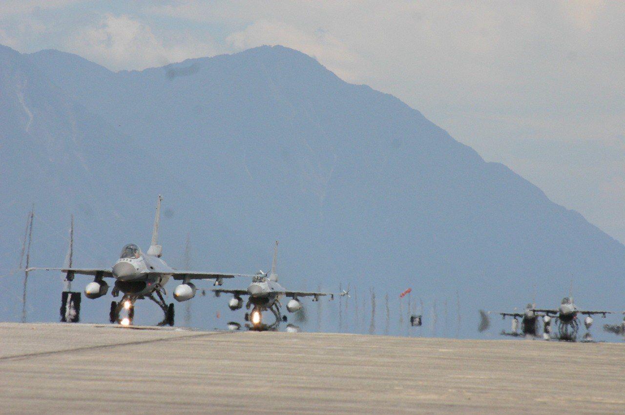 部署在花蓮的F-16戰機機群。記者洪哲政/攝影
