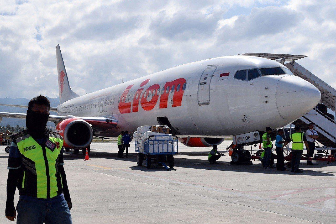 印尼飛安調查單位28日公開獅航JT610航班失事墜毀的初步調查報告,指客機自動系...