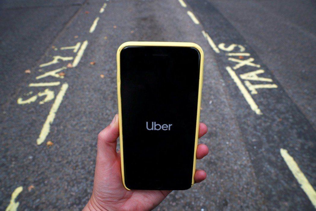 澳洲一家大型律師事務所計畫狀告優步(Uber)在尚未合法化營運期間,剝奪計程車司...