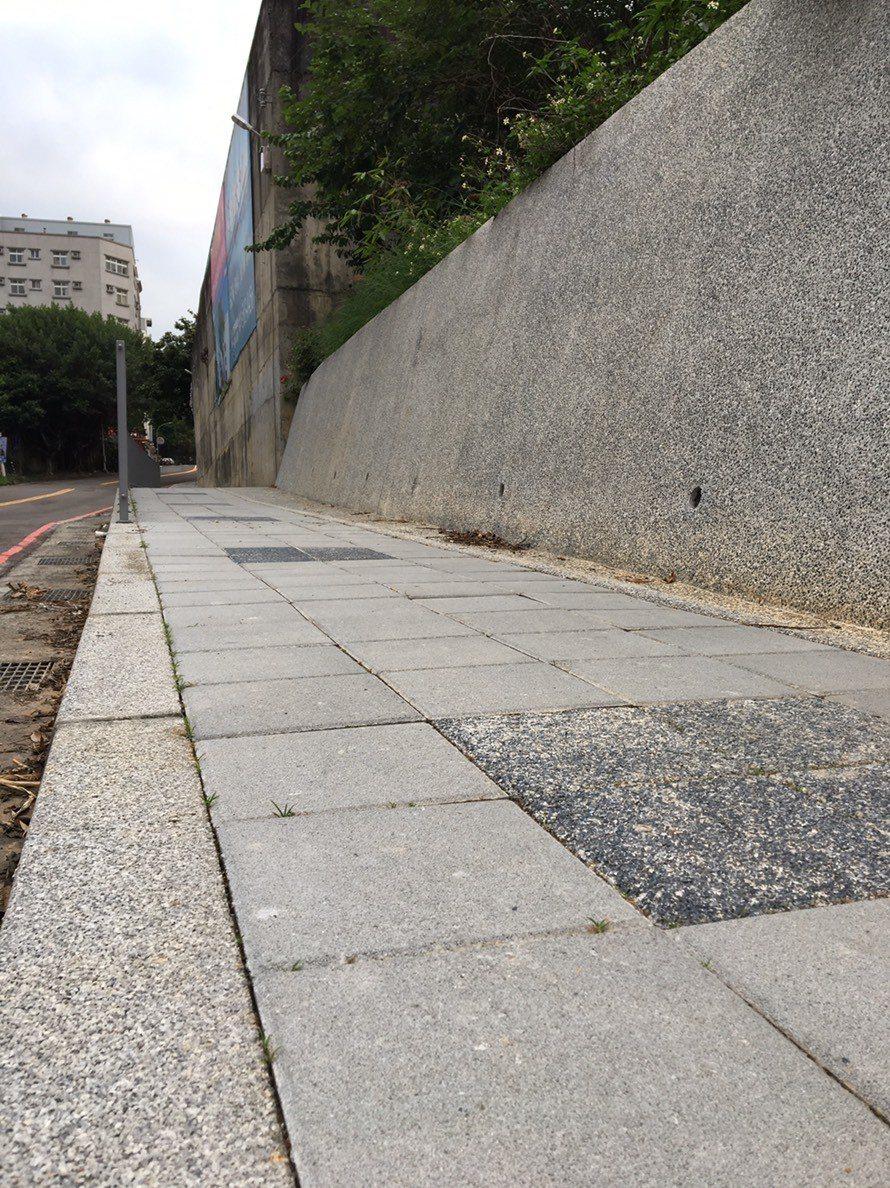 新竹市東區金山19街過去險象環生,人車爭道。圖/新竹市府提供