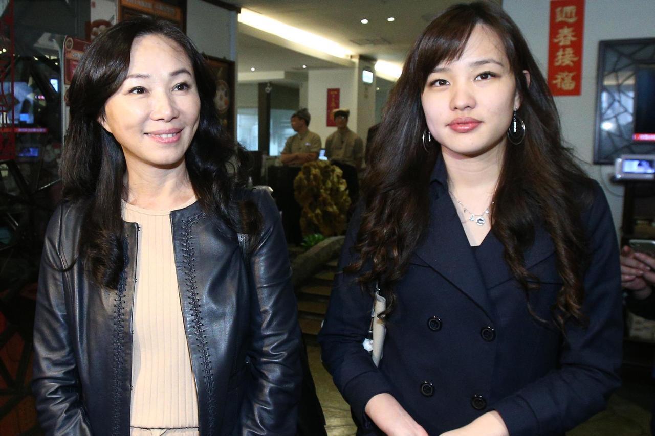 準高雄市長韓國瑜長女韓冰(右)與夫人李佳芬(左)。 記者蘇健忠/攝影
