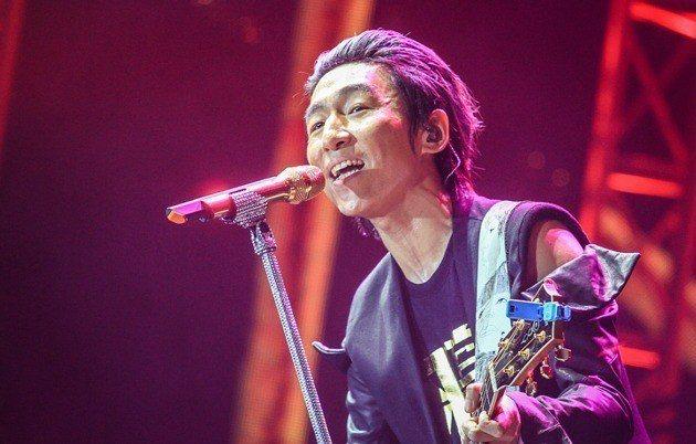 大陸知名歌手陳羽凡今日因吸毒被。 圖/取自南昌晚報
