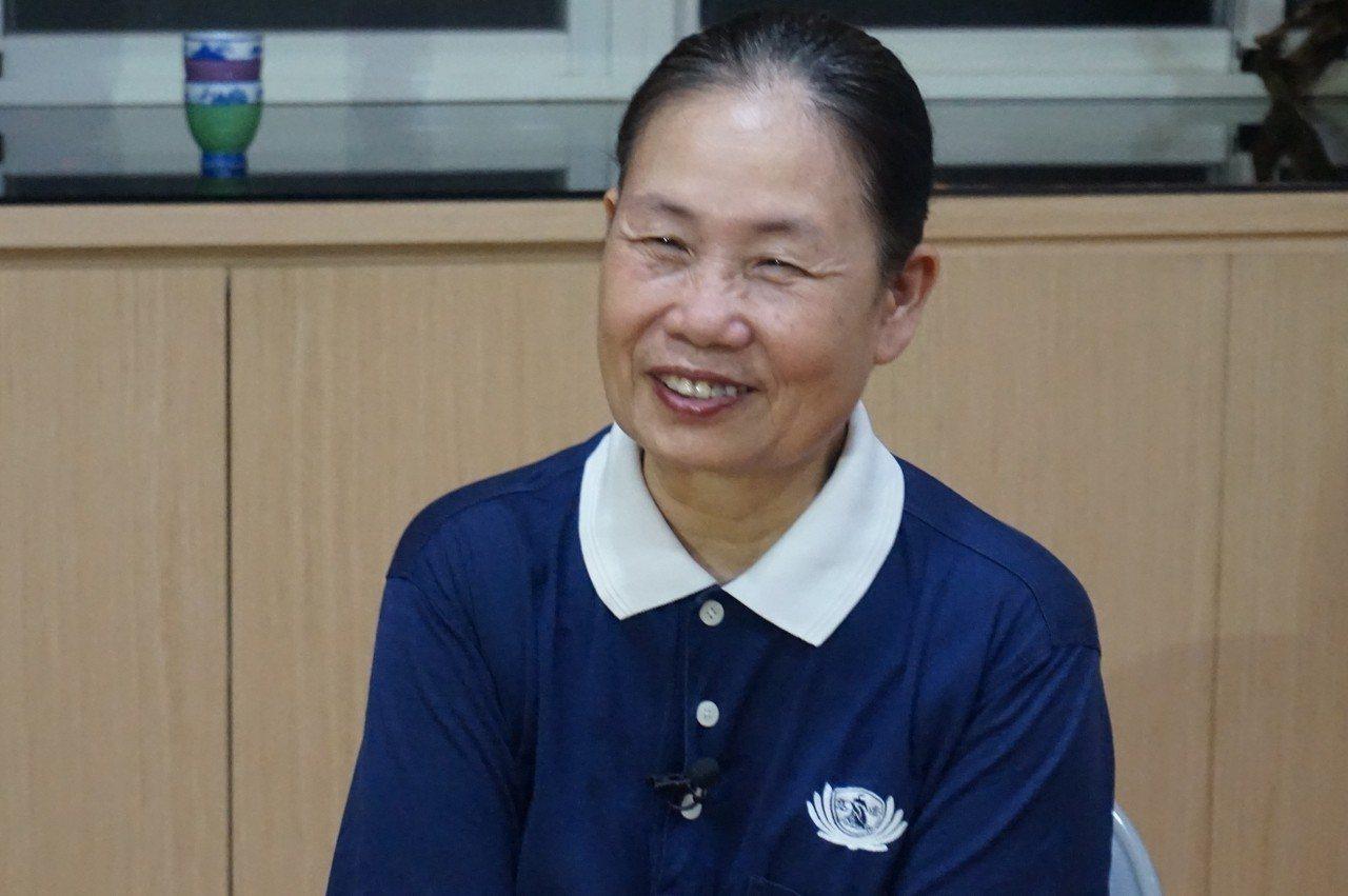 68歲的慈濟志工蘇林菊英為了擔任慈濟志工,只有國小畢業、為了推薦更多人擔任慈濟志...