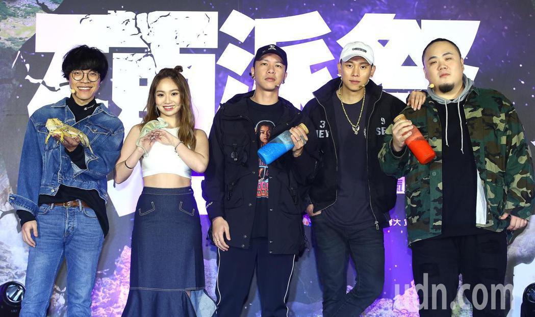 Discovery頻道舉行《硬派祭》開跑記者會,藝人盧廣仲(左起)、Kimber...