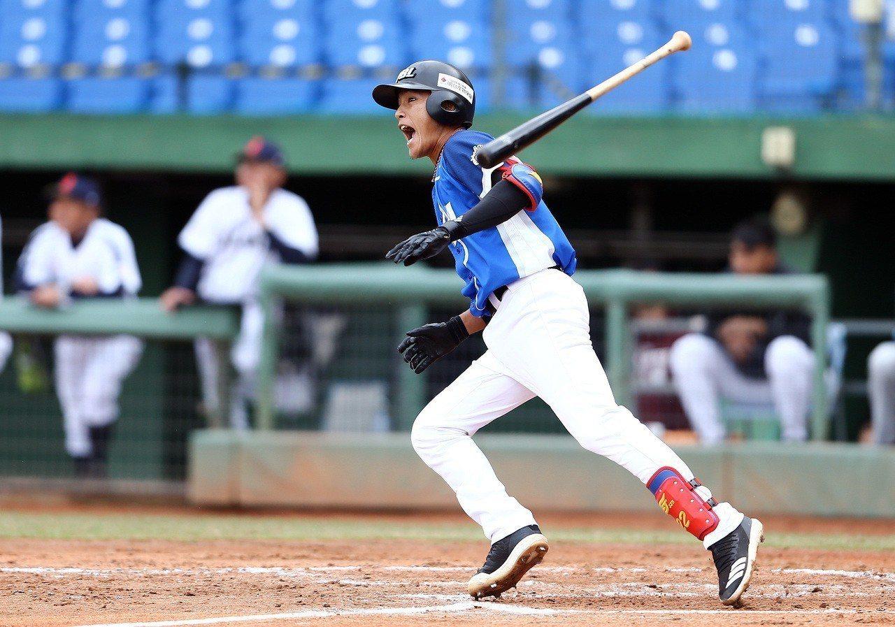 李宗賢2局上揮出3分打點二壘打,成為致勝一擊。圖/中華職棒提供