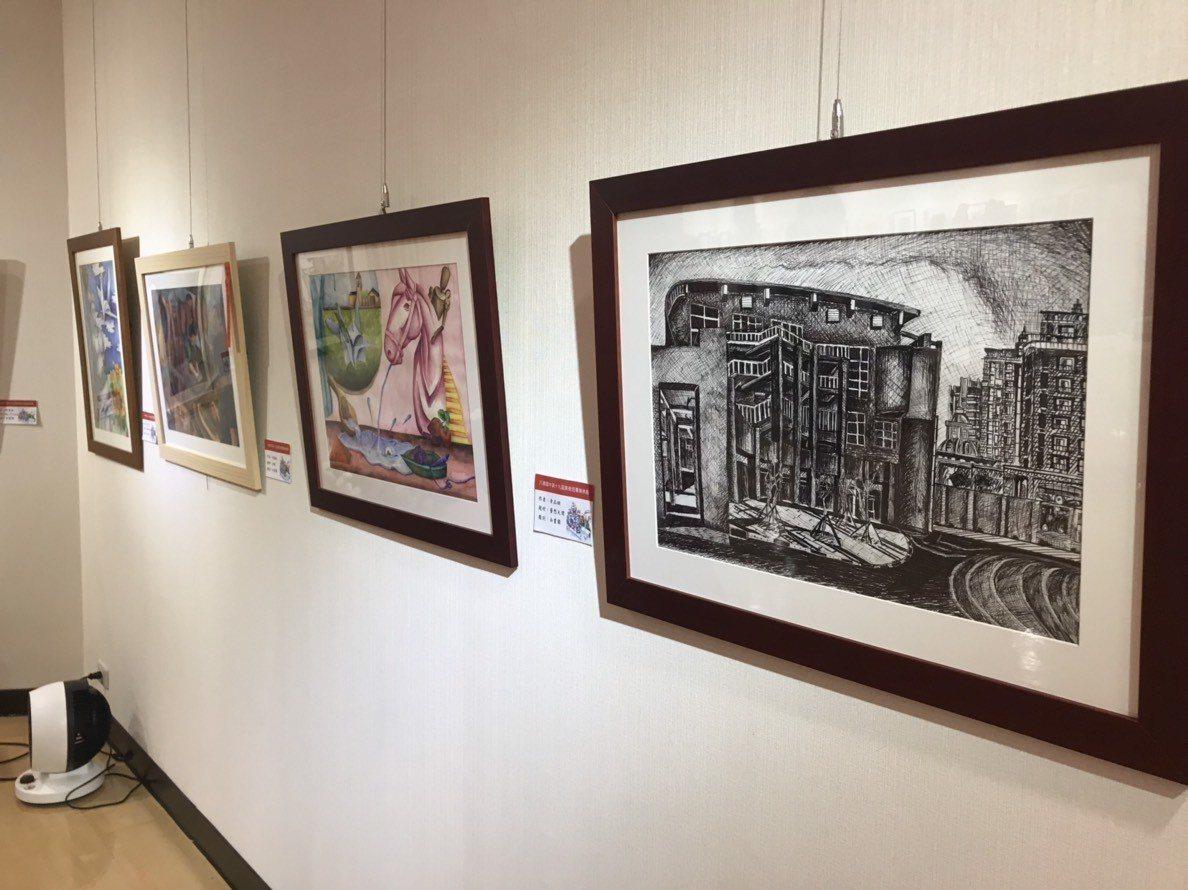 桃園市八德國中第19屆美術班畢業成果展「藝情蔓延」,包括平面設計、素描、水彩畫、...