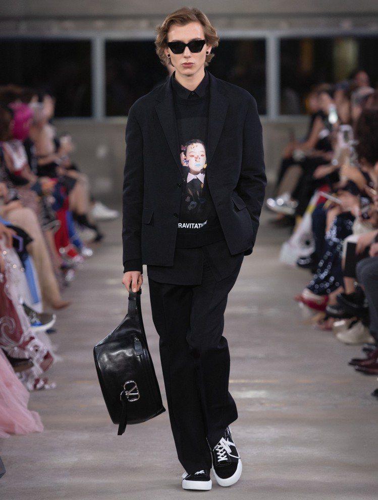 宮崎いず美等多位藝術家的作品也成為服裝靈感。圖/VALENTINO提供