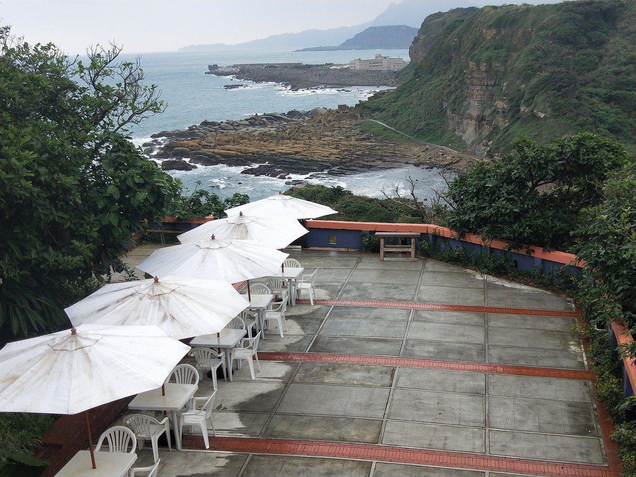 和平島公園有3間餐廳將於周六正式開幕,拚吸引冬遊民眾,民眾除了可欣賞阿拉寶灣和自...