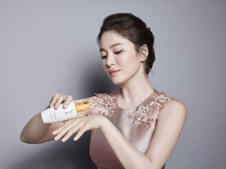 雪花秀潤燥精華EX(60ml、2780元)是宋慧喬每天第一道保養。圖╱雪花秀提供