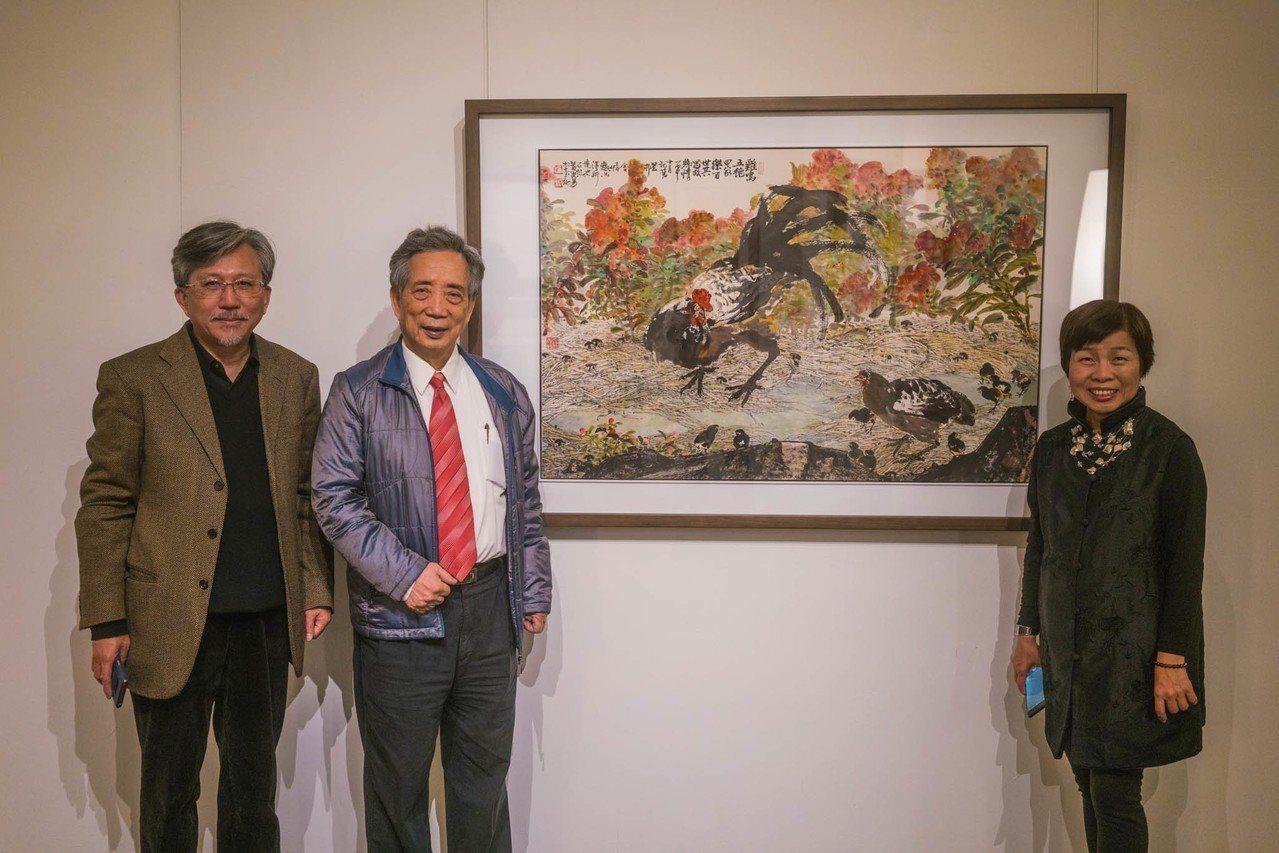 黃光男(中)是二次大戰之後水墨東渡以來的第二代傑出藝術家,即日起在交大展出畫作。...