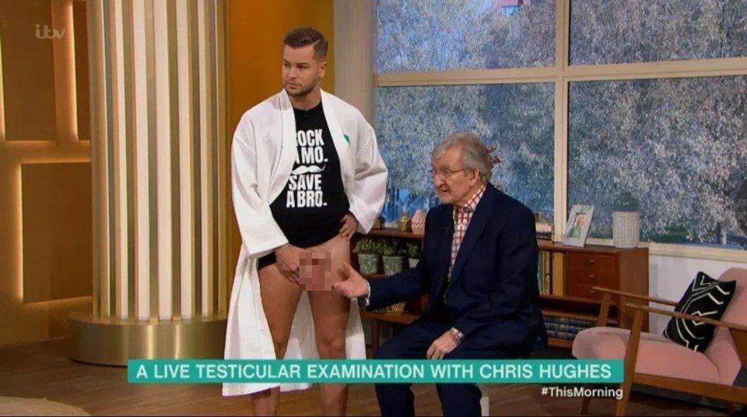 克里斯休斯在晨間直播節目上脫褲露出「重點」,為了鼓勵大家重視生殖器官的健康。圖/...