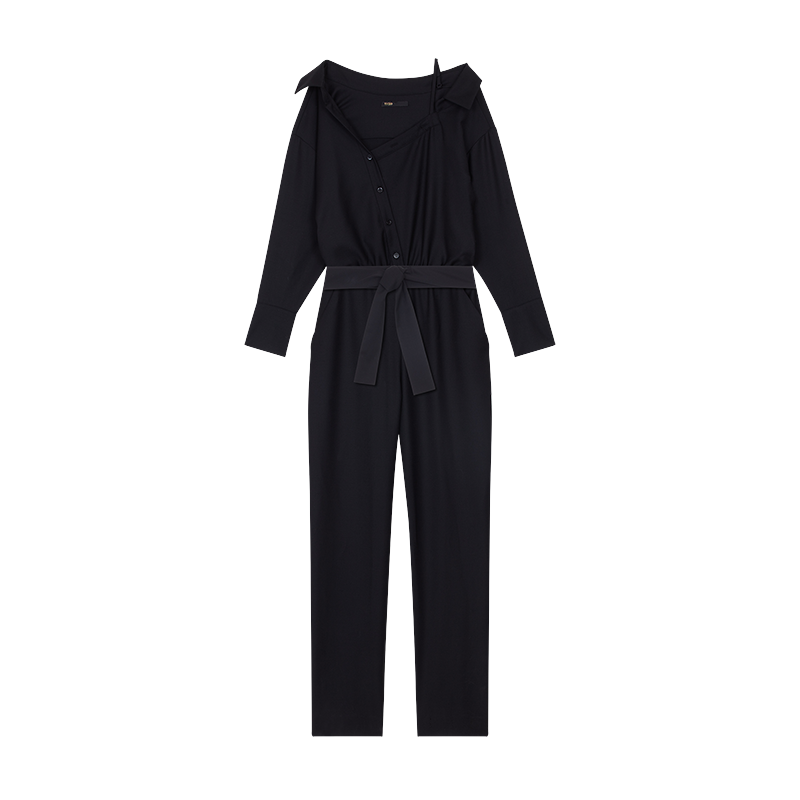 黑色 斜肩 連身 褲 , 售價 12,750 元。 圖 / maje 提供