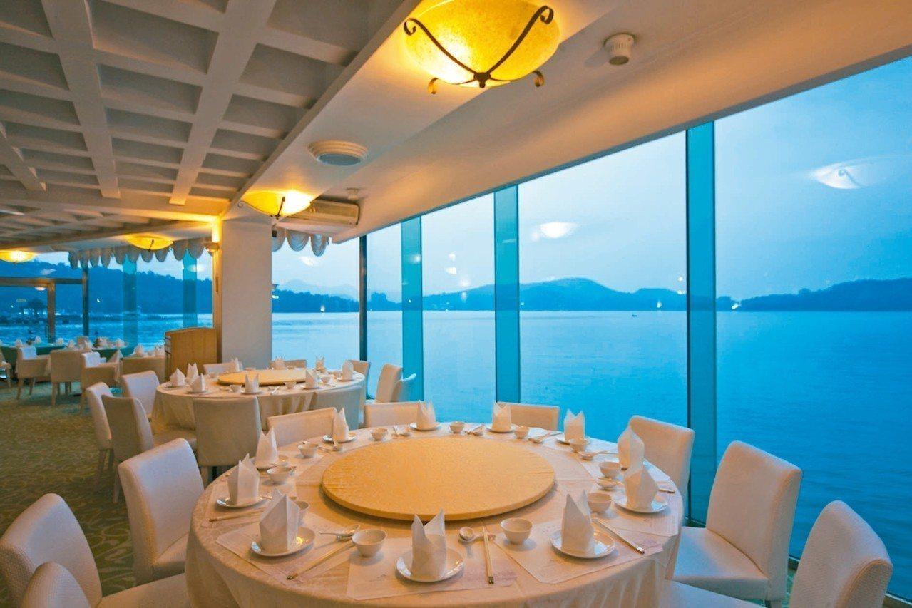 菜色全新升級的日月潭魚藻餐廳,擁有270度弧形湖畔景觀。 圖/力麗觀光提供