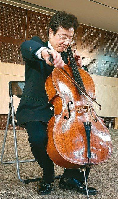 大提琴家張正傑,昨天談復健永不放棄。 記者修瑞瑩/攝影