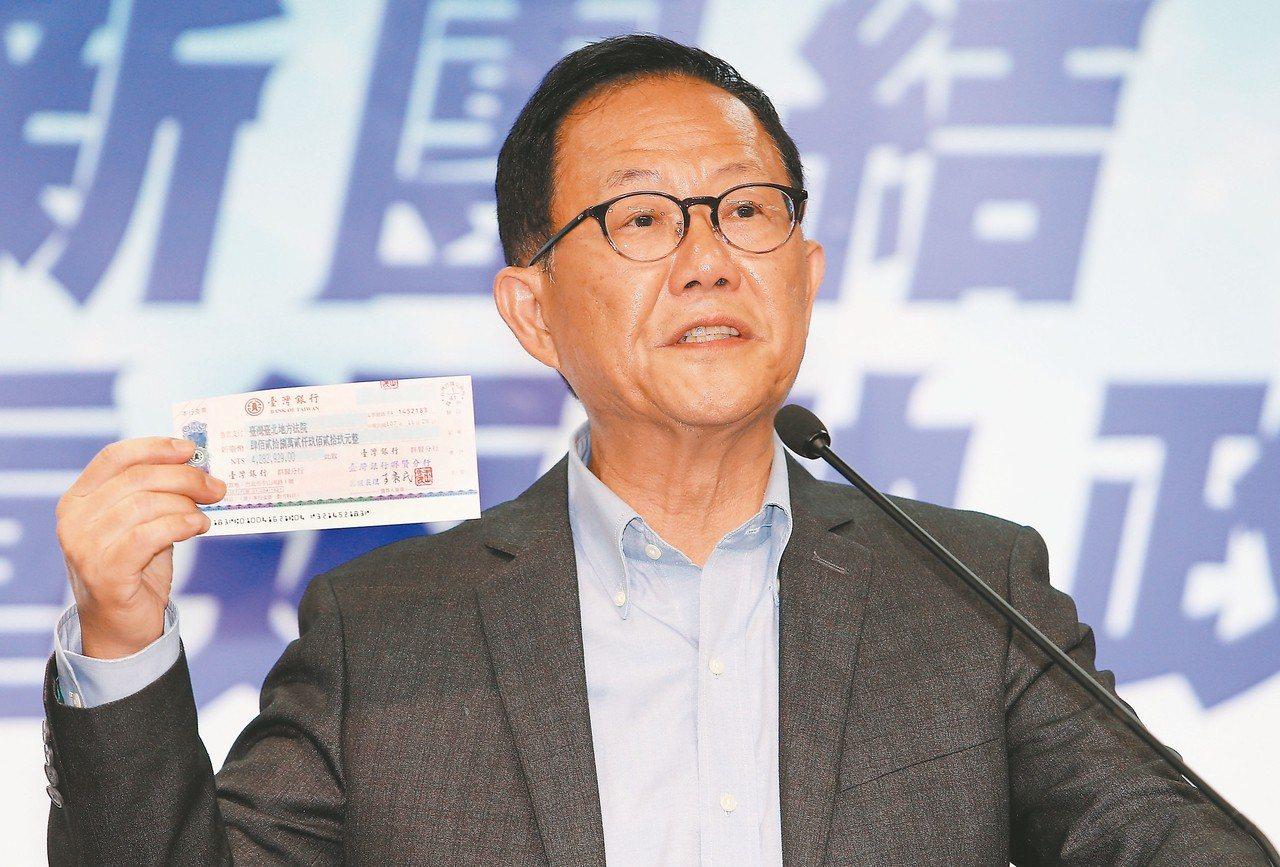 台北市長選舉國民黨候選人丁守中昨天決定向法院聲請重新計票,並拿出四百廿八萬元本票...