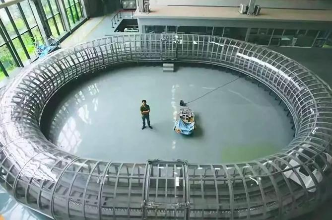 成都西南交通大學搭建的全球首個真空管道超高速磁懸浮列車環形實驗線平台,被稱為「高...