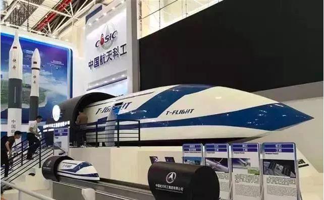 日前舉行的第12屆珠海航展上,中國航天科工集團正在研發的高速飛行列車1:1仿真模...