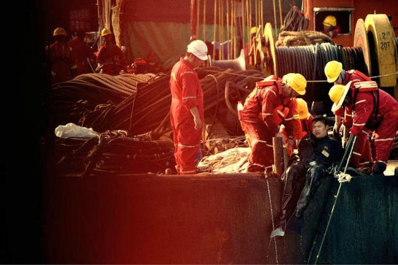 險打撈潛水員,是一個非常特殊的職業。