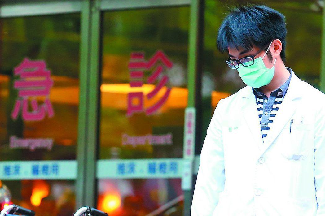 衛福部委託醫策會建置醫院評鑑持續性監測指標系統,要求醫院每月上網填報人力、服務品...