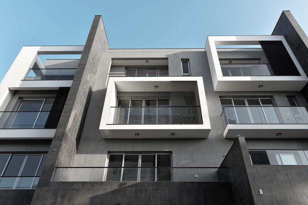「敦煌日初」是近台南東區仁德最令人稱羨別墅的首選地標。 敦煌建設/提供