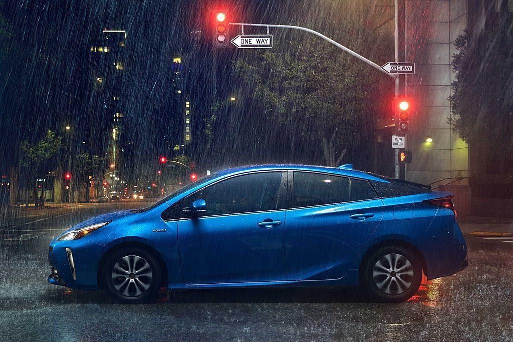 Toyota Prius AWD-e改搭鎳氫電池(Ni-MH)在寒冷環境下可保有優異的性能外也能少占空間,使後廂繼續維持1,854L的空間。 圖/Toyota提供