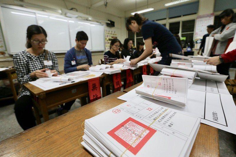 11月24日九合一大選暨公投投票後,全民度過了一個即期待又驚訝的疲憊周末。 圖/聯合報系資料照