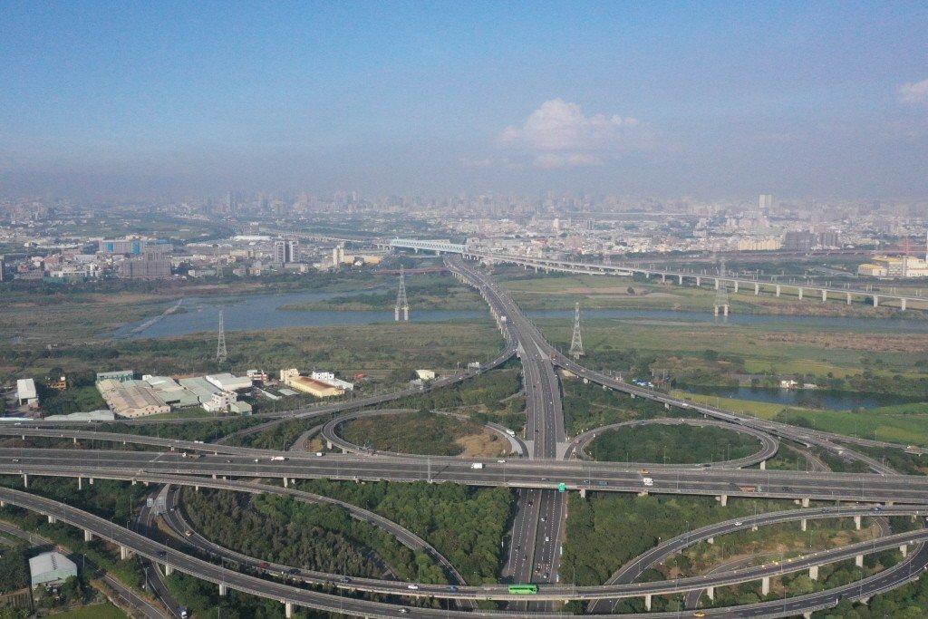網友在PTT上表示台中今天空氣品質良好,直呼「盧秀燕還沒上任就發功,太神了」。 ...
