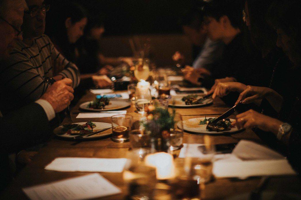 現場氣氛不僅溫馨且精彩熱鬧,讓賓客們不只體驗了豐美的餐點,也感受到LEXUS為車...