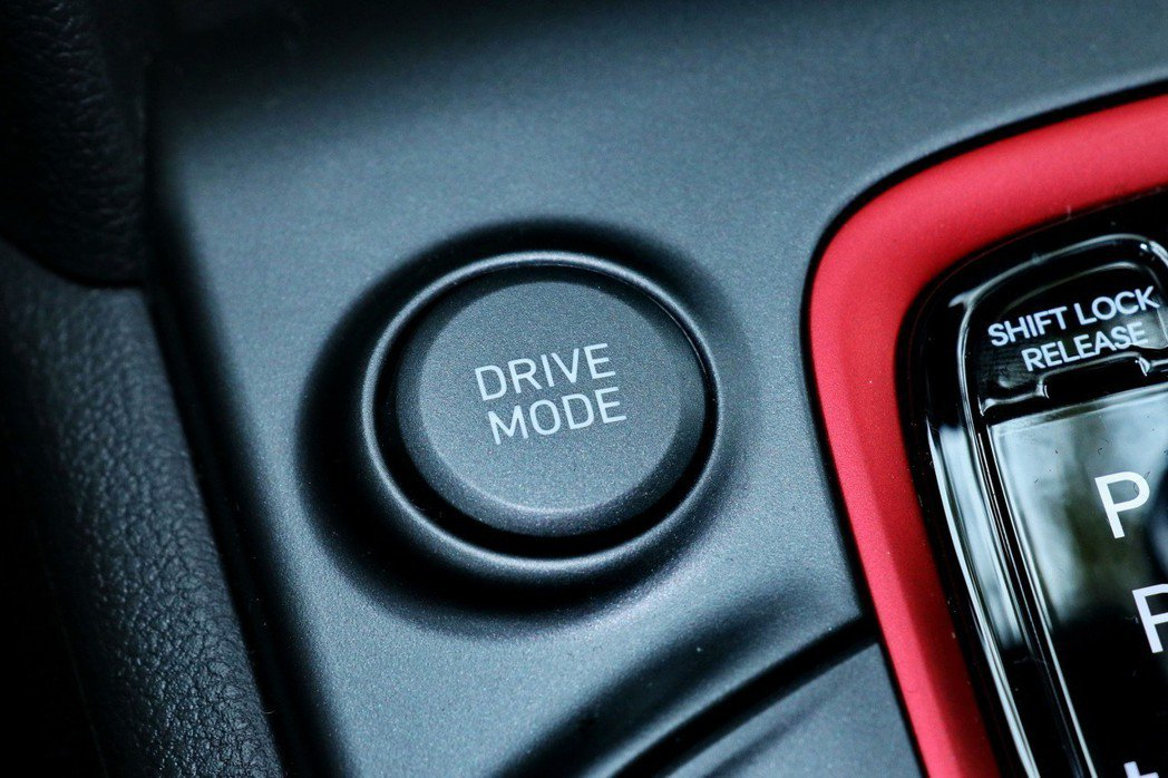 Kona配備Drive Mode整合駕馭模式(Comfort/Sport/Eco...