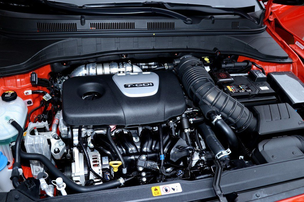 Hyundai Kona搭載排氣量1.6L直列四缸渦輪引擎。 記者陳威任/攝影