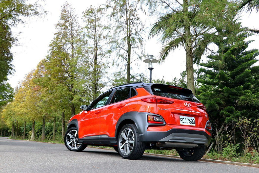 Hyundai Kona是品牌首款小型跨界休旅作品。 記者陳威任/攝影