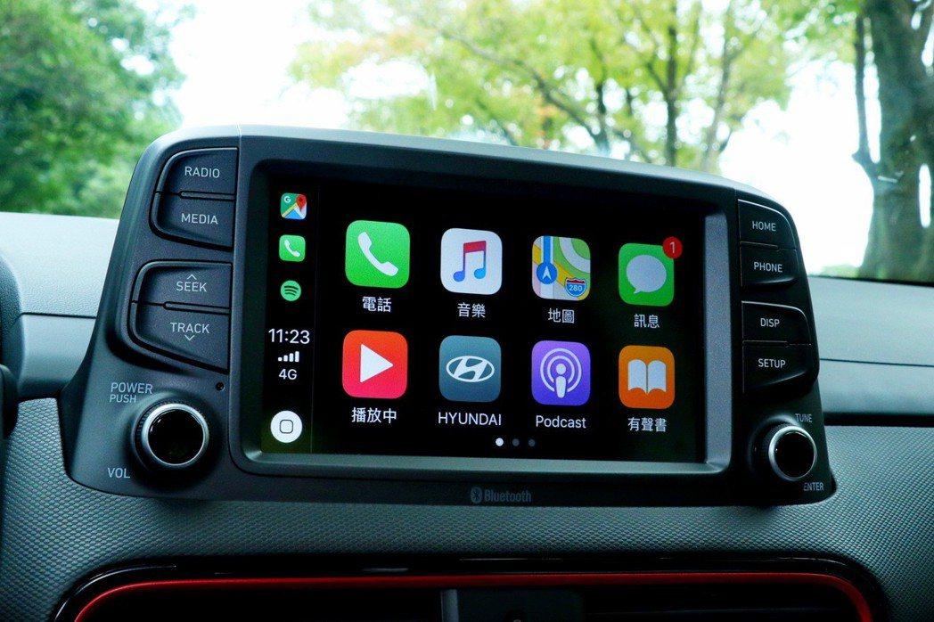 中控台配備8吋觸控式多媒體影音主機,並支援Apple Carply/Android Auto功能。 記者陳威任/攝影