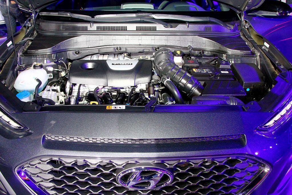 Hyundai Kona搭載1.6L直列四缸引擎透過渦輪增壓系統,具備177ps...