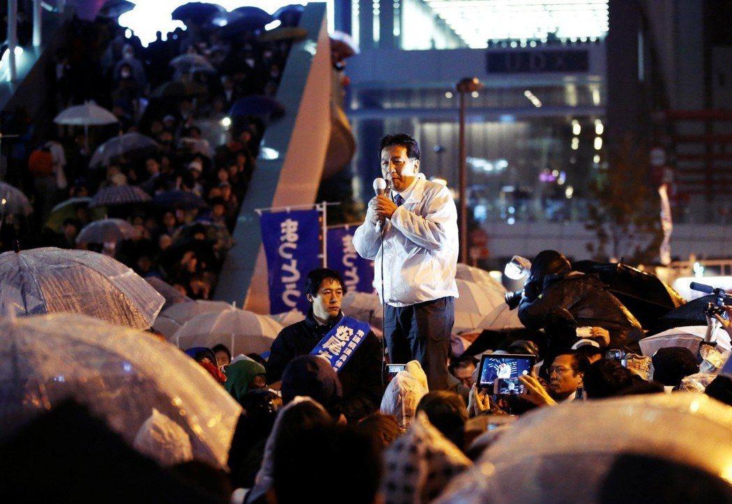 在SEALDs經驗之下,立民黨打出了一場不同於傳統的選戰。例如枝野並未與大老們在...
