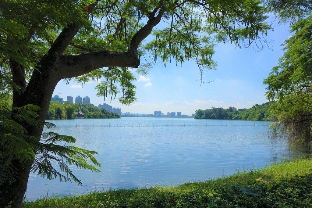 ▲十大日出曙光推薦景點-澄清湖。(圖/Pixabay)