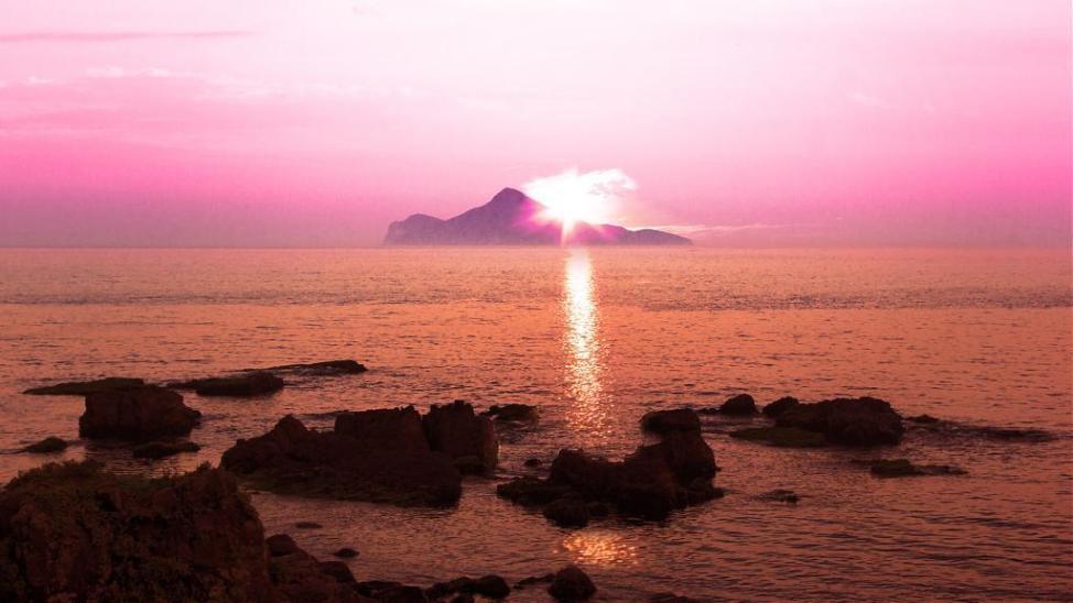 ▲十大日出曙光推薦景點-宜蘭龜山島日出。(圖/Tripbaa趣吧!達人帶路)