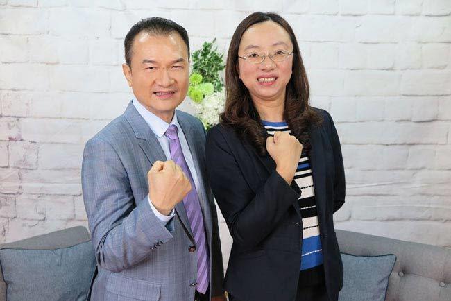 理財周刊發行人洪寶山(左)、楊香容(右)