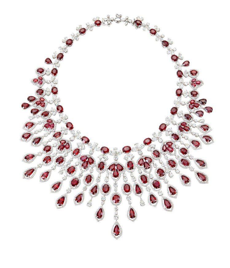 蕭邦頂級珠寶系列套組的項鍊,18K白金項鍊鑲嵌總重211.91克拉紅寶石、66....