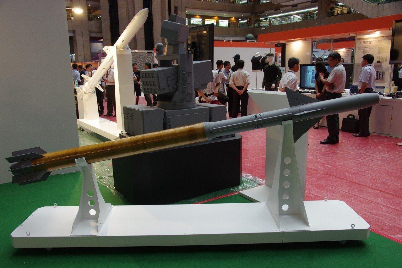 去年展出的海劍羚飛彈模型,彈身後段明顯加粗。記者程嘉文/攝影