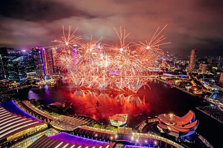 2019跨年活動將於濱海灣舉辦,會有煙火燈光秀與藝人表演。圖/新加坡旅遊局提供